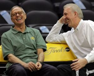 Popovich(a destra) con Larry Brown